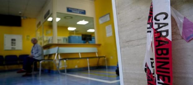 Napoli, spari all'ospedale Pellegrini tra la gente, obiettivo un 22enne (foto, fonte Ansa)