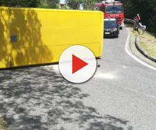 Padova, si rovescia scuolabus: sette scolari feriti. L'autista fuggito e arrestato, è risultato positivo all'alcoltest.