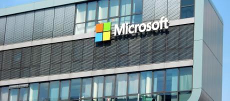 Description: Photo of Microsoft building. (Image source: Efes/Pixabay)