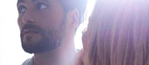 A loira ainda brinca dizendo que agora o ator precisa de férias. (Divulgação/Instagram/@gio_ewbank)