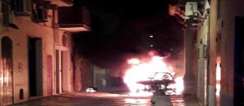 Fasano, a fuoco l'auto di un noto avvocato: accertata l'origine dolosa, si indaga (foto Gofasano.com)