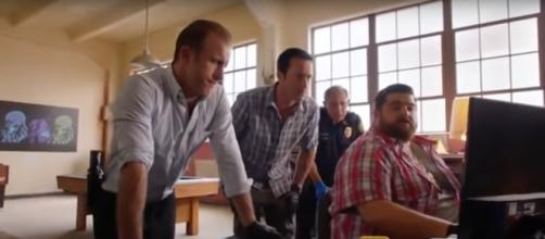 "It takes the whole ""Hawaii Five-O"" team and its tactics to stop Aaron Wright in the Season 9 finale. [Image source: SpoilerTV-YouTube]"