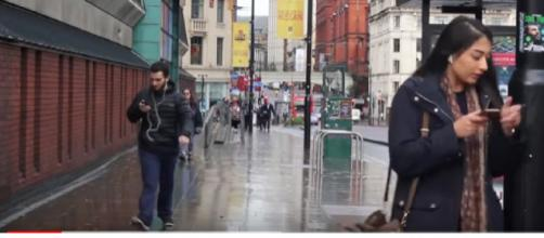People walking into things whilst texting compilation. [Image Source/markbtelevision YouTube video]