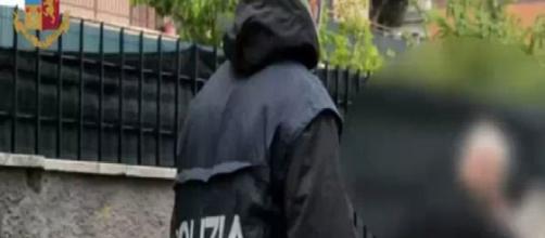 Roma, vigilantes tenta di uccidere un clochard colpendolo alla testa con un estintore