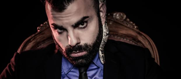 Il Signor Distruggere, lo youtuber che ha partecipato nella nona puntata di Ciao Darwin 8