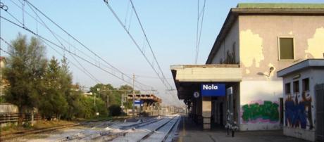 Nola, senzatetto trovato morto nella stazione ferroviaria: indaga la polizi