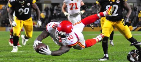 Tyreek Hill has support from his teammates according to Dwayne Bowe [Image via Brook Ward/Flikr]