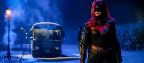 Batwoman scenes in 'Elseworlds' crossover. (Image via The Red Arrow/YouTube/Screencap)