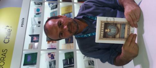 El escritor Alex Vella Gera en Feria del Libro