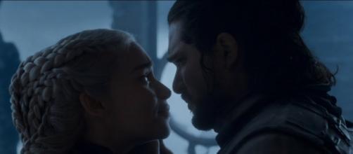 Emilia Clarke parla della scena finale tra Jon e Daeneyrs
