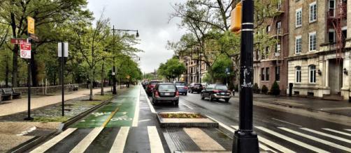 New York, multa per chi attraversa la strada guardando lo smartphone