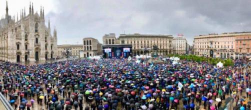 Matteo Salvini riempie piazza Duomo: 'Tassa al 15%'