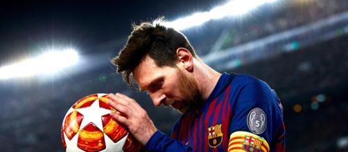 83% dos gols de Messi foram marcados com a perna esquerda e 13% com a direita. (Arquivo Blasting News)