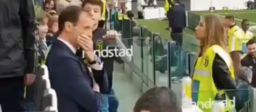 Allegri rifiuta di firmare autografo ad un bambino: il video