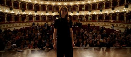 Bifest 2019. Paola Cortellesi al Teatro Petruzzelli parla della commedia all'italiana | bifest.it