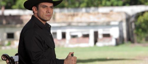 Jorge Salinas vive o personagem Rogério em 'A que Não podia Amar' (Divulgação/Televisa)
