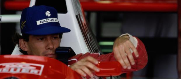 Ídolo Ayrton Senna: evento em São Paulo marca os 25 anos de sua ausência. (Arquivo Blasting News)