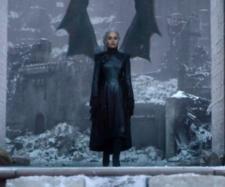Daenerys Targaryen indo fazer um discurso. (Reprodução/HBO)