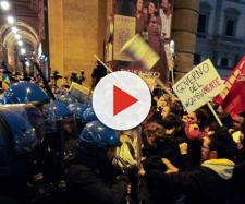Salvini a Firenze, scontri in piazza tra forze dell'ordine e manifestanti - corriere.it