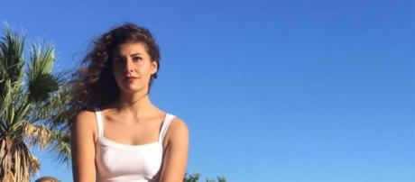 Deborah Sciacquatori, 19 anni, a Monterotondo ha ucciso il padre violento, ex pugile: il pm sta valutando la legittima difesa.