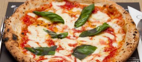Napoli, muore soffocato da un pezzo di pizza: medici litigano durante i soccorsi