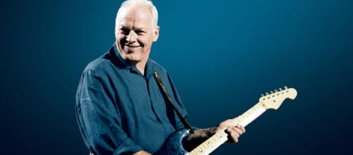 David Gilmour to Auction Famed 'Black Strat' and Other Guitars for ... - rollingstoneindia.com