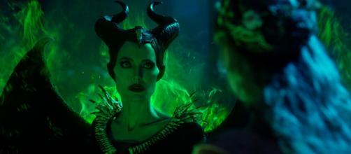 Maléfique 2 Le Pouvoir du Mal : Angelina Jolie contre Michelle ... - braindamaged.fr