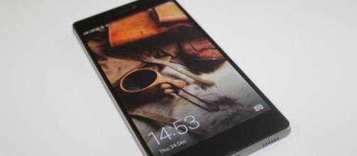 Smartphone Huawei senza più gli aggiornamenti Android di Google dopo la disposizione del governo degli Stati Uniti