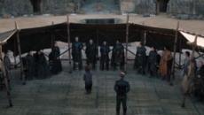 'Game of Thrones' comete nova gafe e esquece garrafas de plásticos em cena