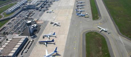 Puglia, passeggero si rende conto a Bari di aver sbagliato aereo: era diretto a Cagliari