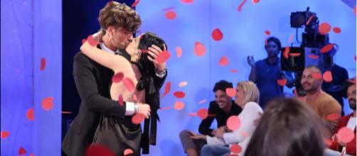 Anticipazioni Uomini e Donne: le scelte dei tronisti saranno in diretta su Canale 5.