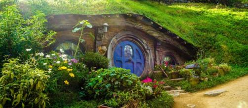 British tourists will have to pay for an ETA and IVL to visit this Hobbit house in New Zealand [Image Pixabay]
