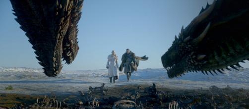 Os atores Emile Clarke e Kit Harrington em cena de 'Game of Thrones'. (Divulgação/HBO)