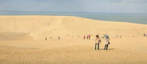 Tottori Sand Dunes, Tottori | Japan Travel Guide. [Image source/Planetyze - Japan Best Spots Travel Guide YouTube video]
