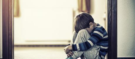 Gran Bretagna, scandalo negli ospedali pubblici e privati, bimbi autistici messi in isolamento e maltrattati