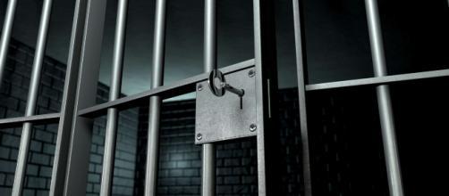 Brindisi, la moglie lo rimprovera per il suo tradimento, lui la picchia: in cella 37enne