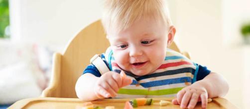 Introdução alimentar do bebê: dicas para facilitar o processo. (Arquivo Blasting News)