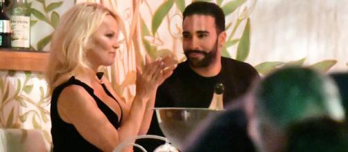 Pamela Anderson y Rami Adil, una pareja más que estable