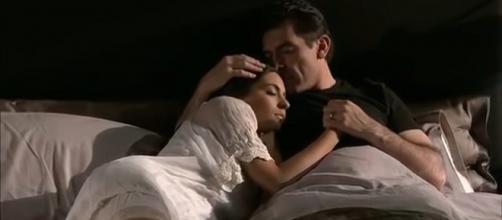 Ana Paula passa a primeira noite com Rogério. (Reprodução/YouTube)