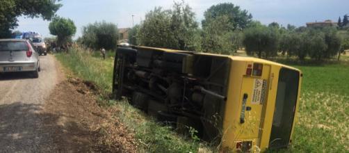 Calabria, scuolabus finisce fuori strada: un bimbo ferito
