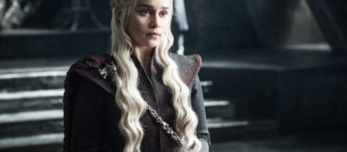 Emilia Clarke nei panni di Daenerys Targaryen, da eroina a devastatrice