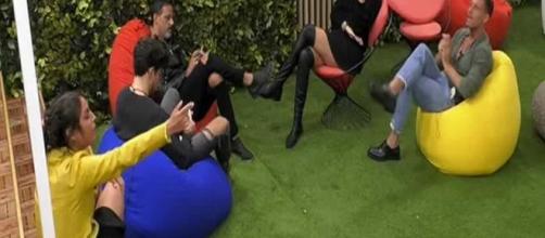 GF, lite in casa: Gennaro difende Martina e la De André lo insulta pesantemente