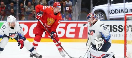 Rusia derrotó a Estados Unidos en otro capítulo de la clásica rivalidad. IIHF.com.