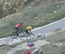 Nibali e Roglic sulla salita finale al Lago Serrù