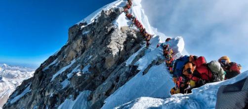 Atasco en el Everest, más de 200 montañeros intentando hacer cima