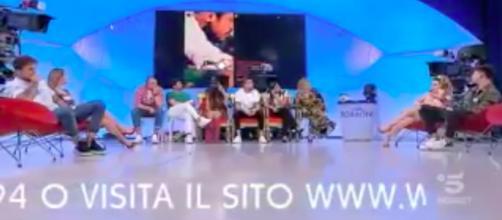 Diretta Uomini e Donne: Giulio viene insultato da Manuel 'sei un lecchino'