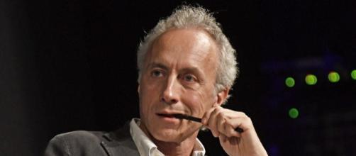 Marco Travaglio 'tradito' dai giornalisti del Fatto Quotidiano
