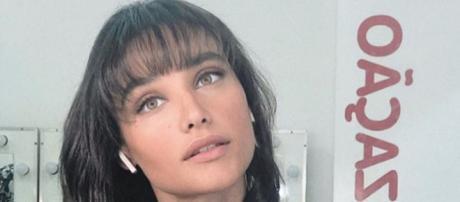 Débora Nascimento interpreta Gisela na novela 'Verão 90'. (Reprodução/Instagram/@debranascimento)