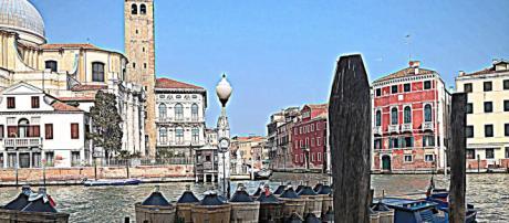 Venezia, studente 22enne urina sul prato: multa da 400 euro