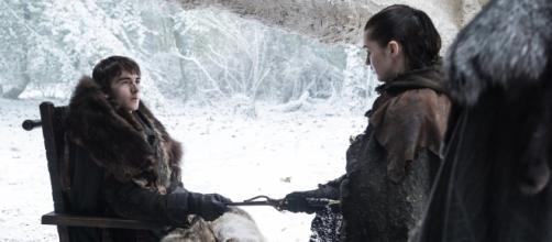 Bran le entrega la daga a Arya para que acabe con Meñique. Time - time.com